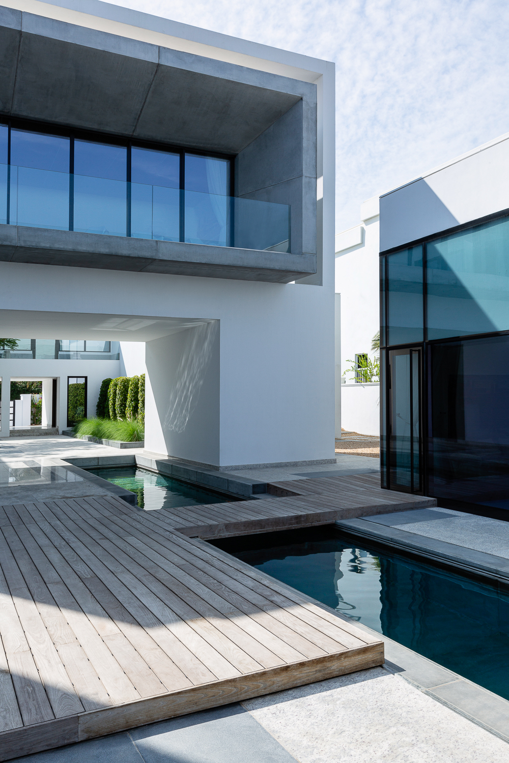 Best residential architecture photographers San Francisco Ella Bessette, courtyard with lap pool and dramatic modern cube design