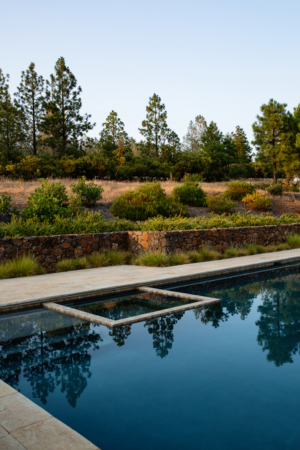 Pool with hot tub spa by Sonoma / Napa architecture photographers.